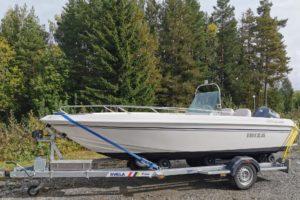 Svel B18XE er en båthenger for båt 17-21 fot